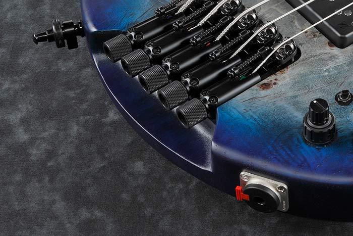Schaller S-Locks strap pins and Neutrik locking jack