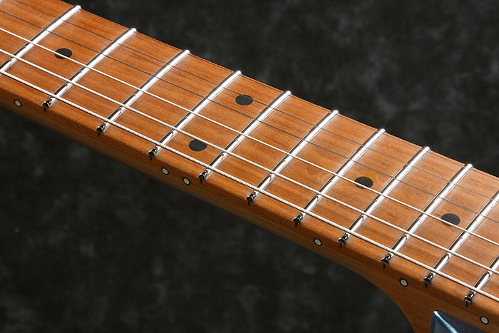 S-TECH WOOD Roasted Maple fretboard w/Black dot inlay